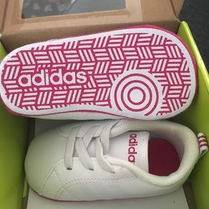 Adidas Neón baby girl shoes size 1